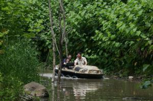 水陸両用車ジャングル探検