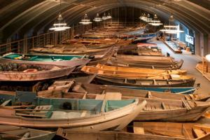 船の収蔵庫 (C)海の博物館